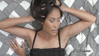 Asian hot lesbian sucking pussy