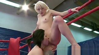 Wrestling lesbian pussylicked in boxing ring