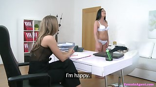 Passionate lesbian Anny use her tongue to please Whitney Conroy