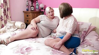 Amazingly sensual mature BBW seduces her team up into having sex on touching her