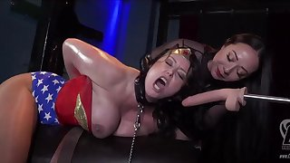 Superheroine Wonder Woman Captured Lesdom Porn